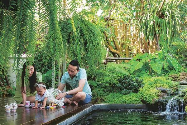 Nhà rộng 70m2 có hồ cá và sân vườn để dành tặng vợ và con gái