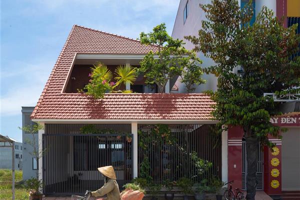 """Nhà chóp nón 8x20m - không gian sống """"thảnh thơi"""" của gia chủ tại Nghệ An"""