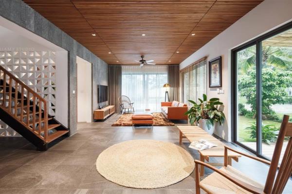 Ngôi nhà mang vẻ đẹp mộc mạc của gỗ tự nhiên với những đường nét tinh tế, hiện đại